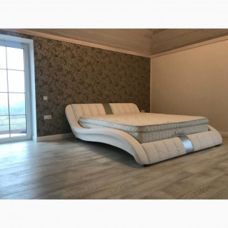 Стильная двуспальная кровать