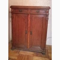 Старинный платяной шкаф (комод), с резьбой ручной работы