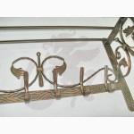 Кованая настенная вешалка с полочкой
