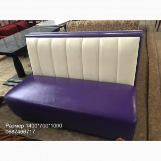 Диван из кожзама б/у фиолетовый с бежевой спинкой