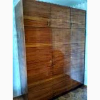 Шафа (шкаф) трьох дверна з сервантом радянських часів