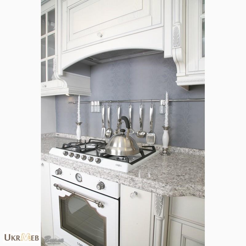 Фото 4. Дизайнерские кухни в классическом стиле из массива с патиной и резьбой