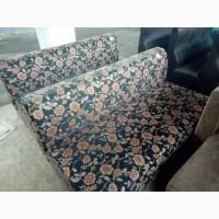 Продам матерчатый диван бу для кафе ресторанов