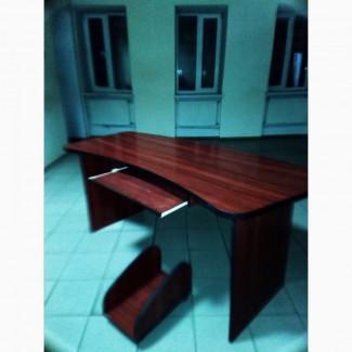 Продам комп'ютерний стіл, червоне дерево