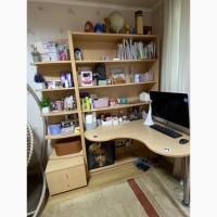 Продам стол письменный угловой с полочками и стойкой