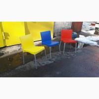 Пластиковый бу стул дя столовой