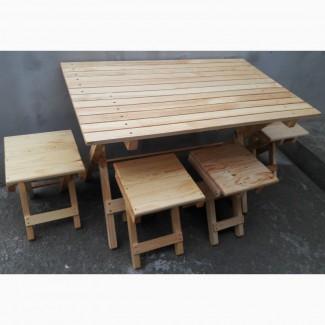 Раскладной стол и табурет